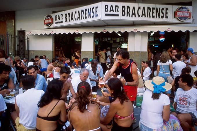 Rio de Janeiro lifestyle, cariocas have fun an drink chope