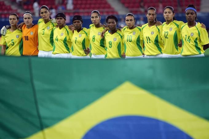 Seleção brasileira na final da Olimpíada de 2004 diante dos EUA