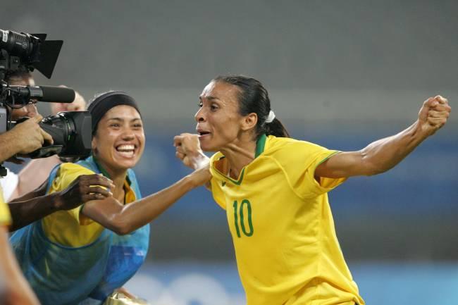Marta comemora na goleada sobre a Alemanha em Pequim