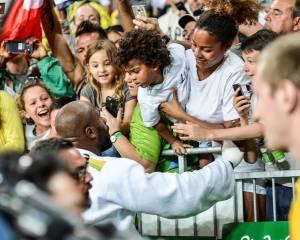 Teddy Riner com o filho e a esposa na Arena Carioca dos Jogos do Rio