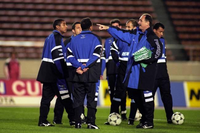 Scolari em treino no Japão, em 1995, durante a disputa da Copa Intercontinental, atual Mundial de Clubes -