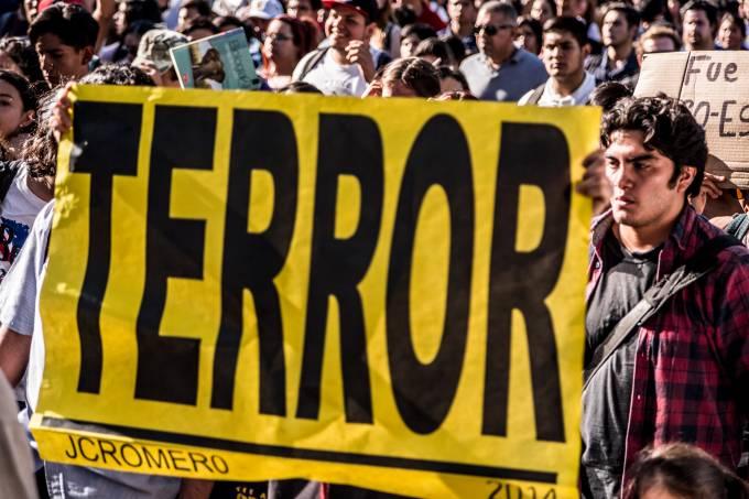 Protesto contra a violência dos cartéis na cidade de Guadalajara, no México