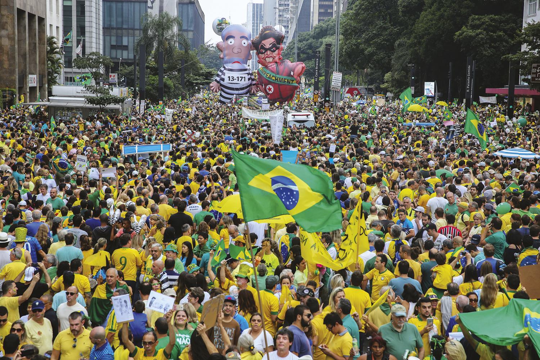 MANIFESTAÇÃO - Passeata pró-impeachment de Dilma: agora o movimento busca outro candidato para chamar de seu -