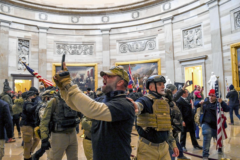 RASTRO DE ÓDIO -Invasão do Capitólio, em janeiro passado: o radicalismo pró-Trump gestado pelos algoritmos das redes -
