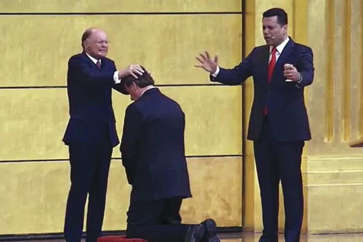 À DIREITA -Edir Macedo e Bolsonaro: a conversão à fé ocorreu em 2016, em batismo feito por Everaldo Pereira -