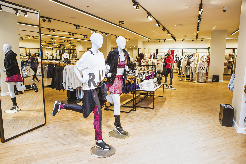 Fast fashion: a moda rápida e descartável, agora em versão on-line