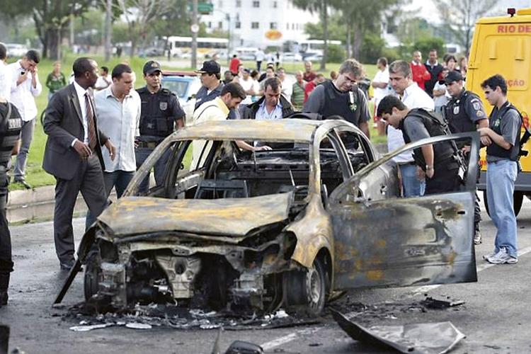 PODRES PODERES -Assassinato encomendado no Rio: envolvimento de autoridades -