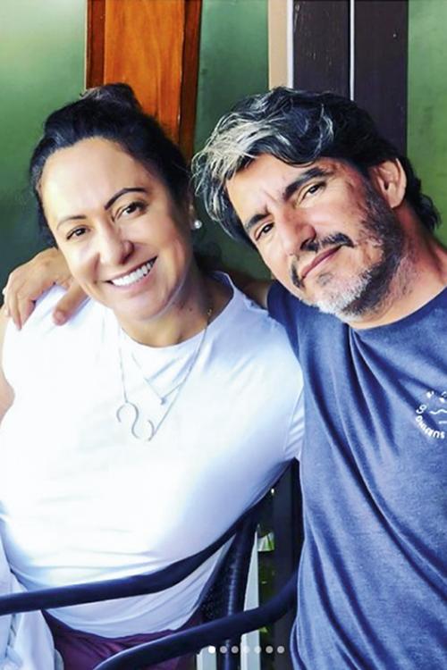 MÁGOA -Simone, a mãe, e Charles, o padrasto: relações cortadas com os filhos -