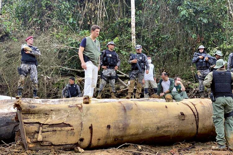 ANTES DA QUEDA -Salles na Amazônia: pedido de remoção de Saraiva -