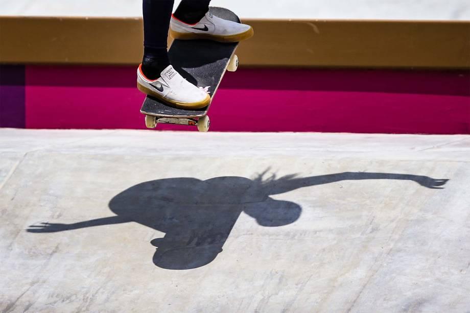 A skatista Leticia Bufoni, do Brasil, em prova de street no skate -