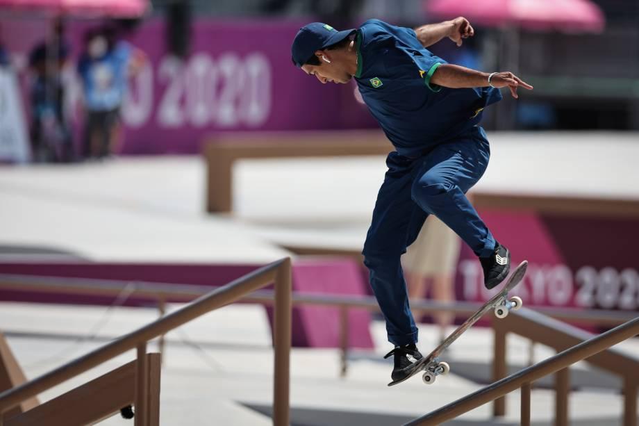 Kelvin Hoefler, do Brasil, em ação na sua bateria, no Ariake Sports Park Skateboarding -