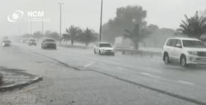 Temporal inunda rodovia de Dubai