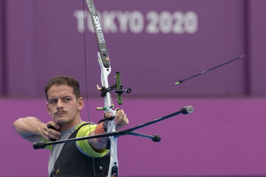 Marcos D'Almeida em ação durante prova de Tiro com Arco -