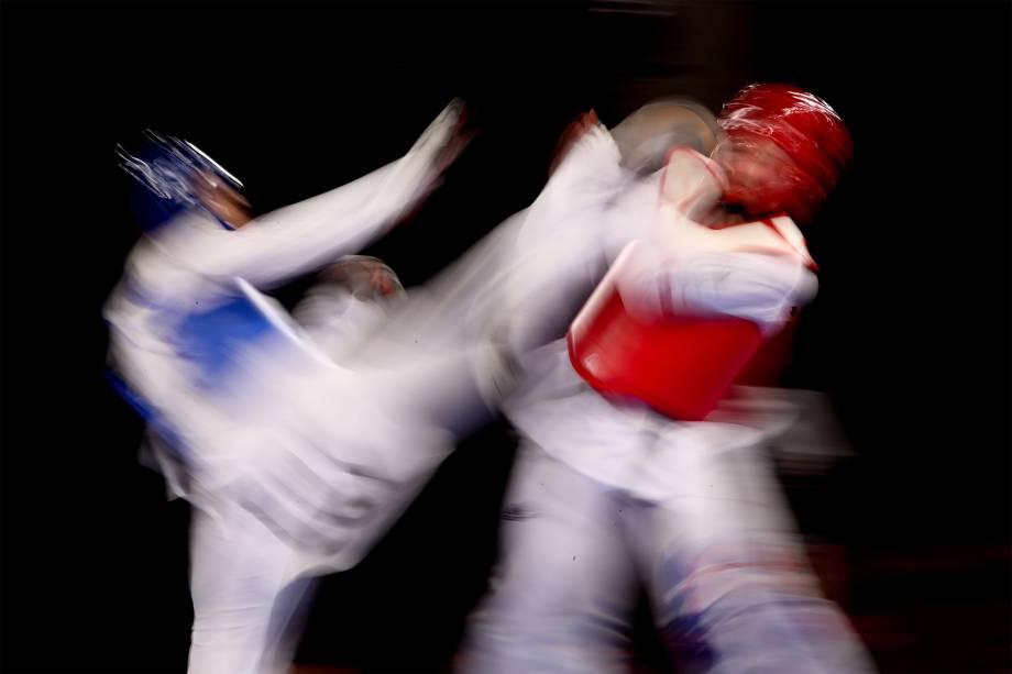 Milena Titoneli, do Brasil, e Ruth Gbagbi, da Costa do Marfm, na disputa do bronze no taekwondo feminino até 76kg -