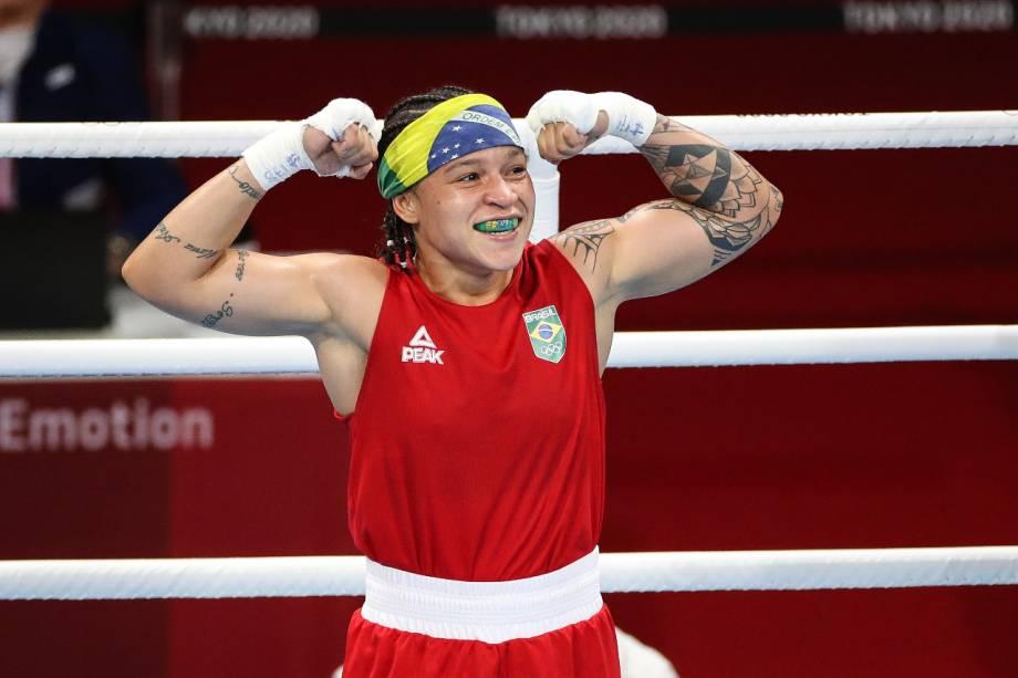Beatriz Ferreira comemorando a vitória na estreia -