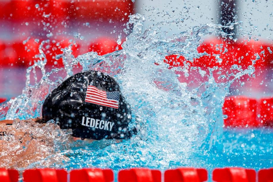 Kathleen Ledecky, dos Estados Unidos, em ação durante prova pela natação -