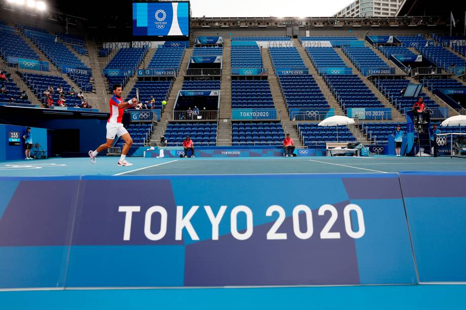 Novak Djokovic, da Sérvia, em ação no tênis contra Jan-Lennard Struff, da Alemanha -