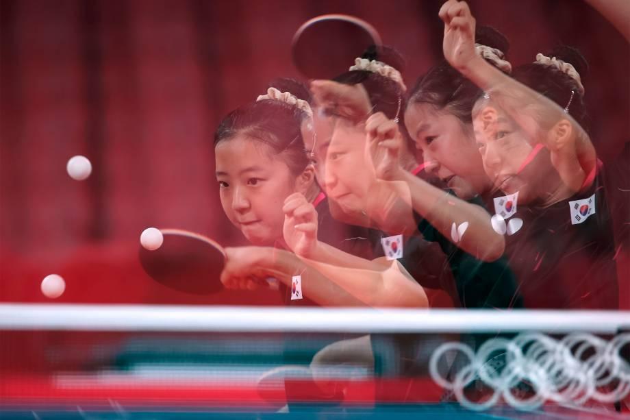 Shin Yu-bin, da Coréia do Sul, em partida de tênis de mesa contra Doo Hoi Kem, de Hong Kong -