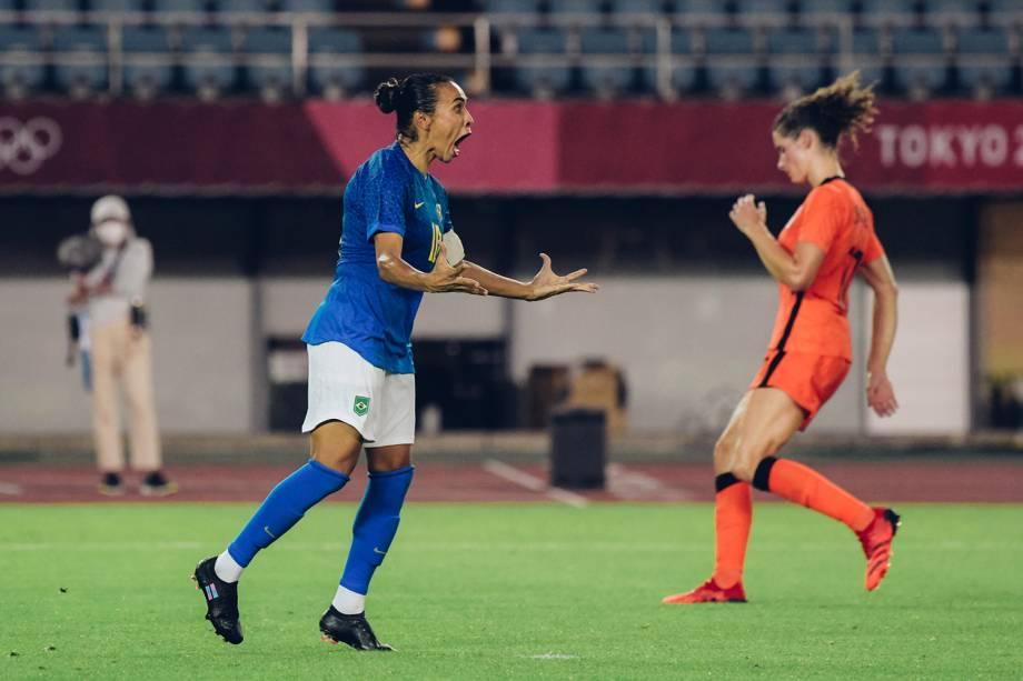 Marta vibra após marcar pela seleção brasileira -