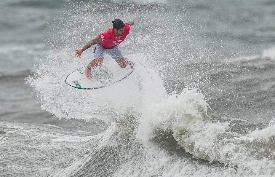 O brasileiro Gabriel Medina em ação durante sua performance nas ondas -