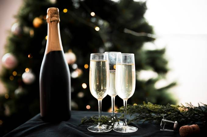 champagne-glasses-with-bottle