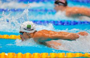 O nadador brasileiro Leonardo De Deus em ação durante a prova -