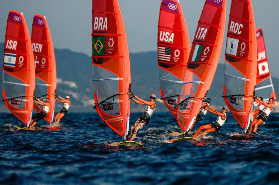 A brasileira Patricia Freitas competindo na categoria de windsurf, na praia de Kamakur -