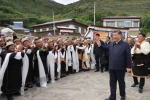 O presidente da China, Xi Jinping, faz visita surpresa ao Tibete
