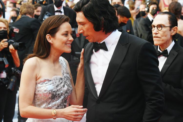 Marion Cotillard e Adam Driver, protagonistas de 'Annette', no tapete vermelho da 74ª edição do Festival de Cannes