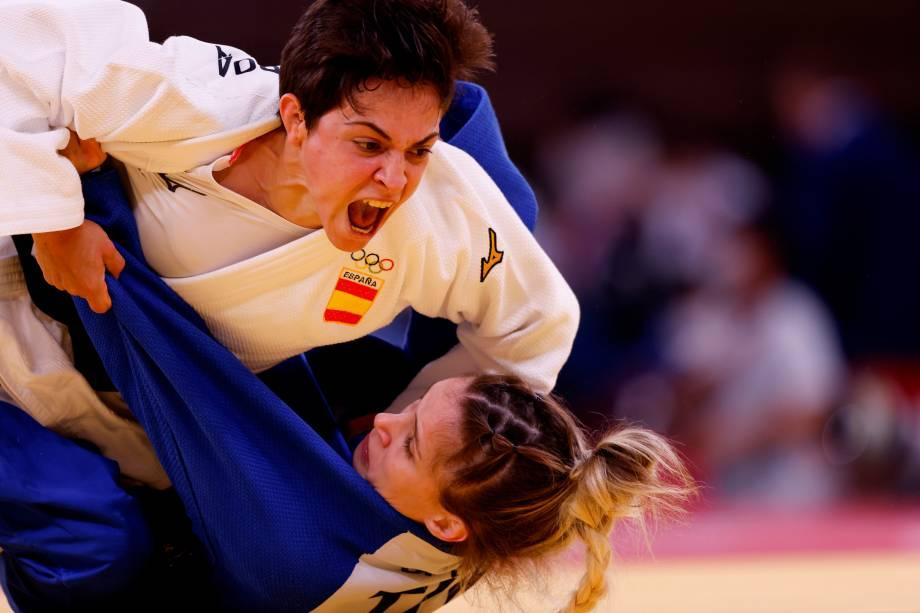 Julia Figueroa (branco), da Espanha, durante luta contra Gulkader Senturk, da Turquia, no judô feminino até 48kg -