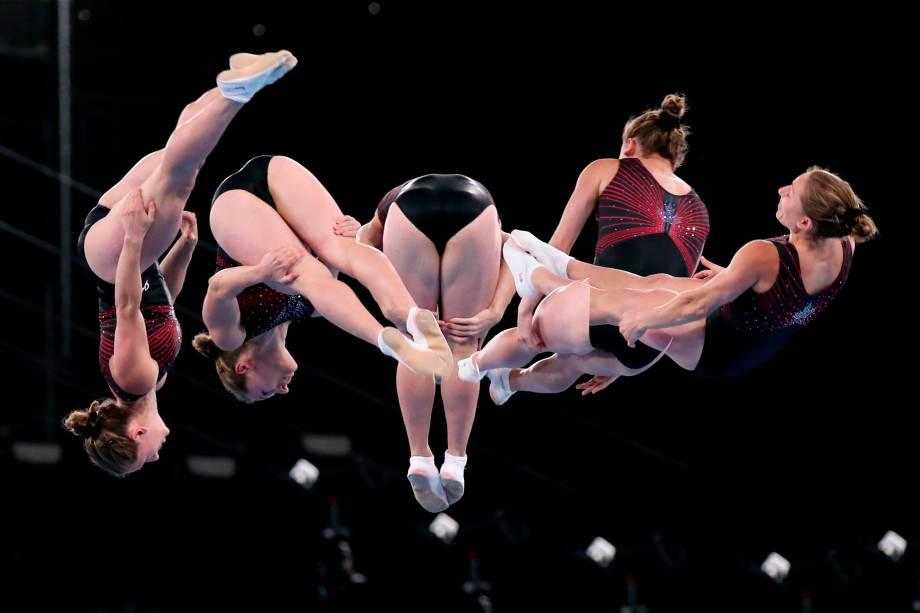 Samantha Smith, do Canadá, em prova de ginástica trampolim -