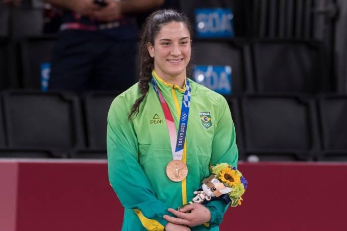 Mayra Aguiar no pódio dos Jogos de Tóquio