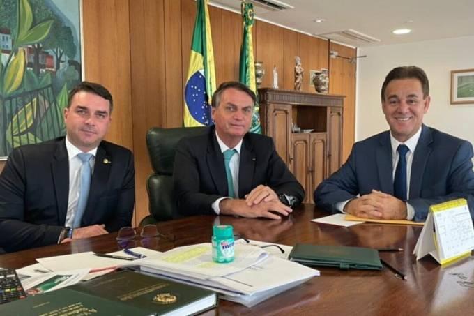 Jair Bolsonaro, Flávio Bolsonaro e Adilson Barroso, do Patriota
