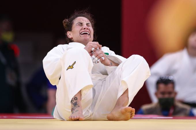 Maria Portela chora após derrota para russa