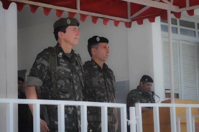 General da reserva Ridauto Fernandes (à esquerda)