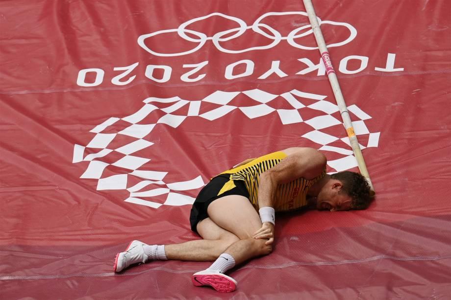 Torben Blech, da Alemanha, se machuca na prova classificatória de salto com vara -