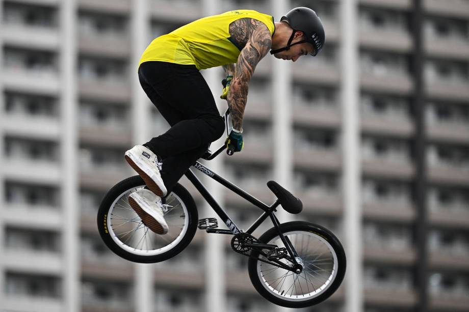 O australiano LoganMartin competindo pela prova de BMX estilo livre -