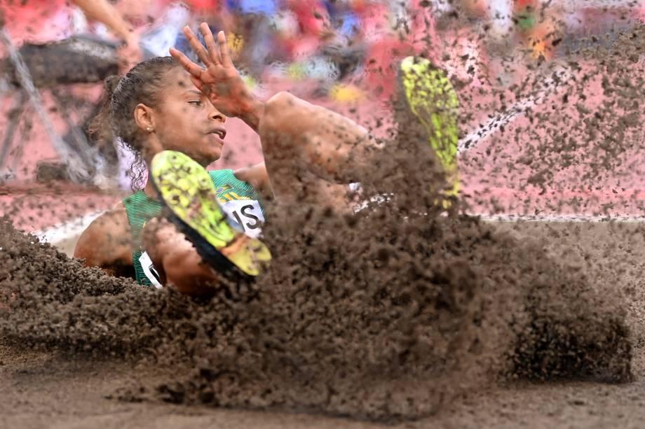 A brasileira Eliano Martins durante prova de salto no atletismo -