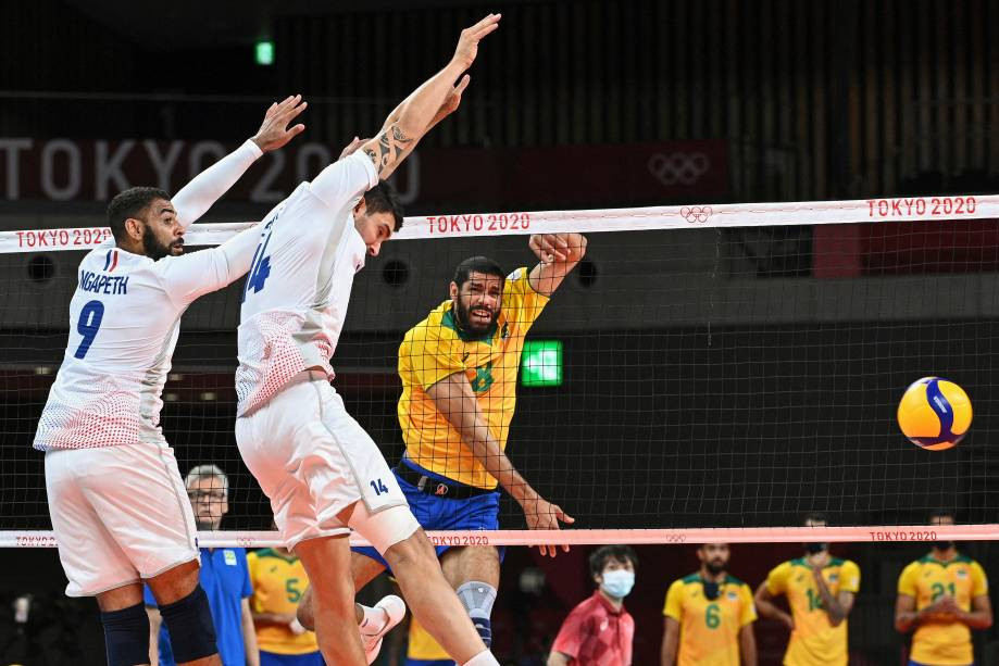O brasileiro Wallace durante jogada na partida contra a França pelo vôlei -