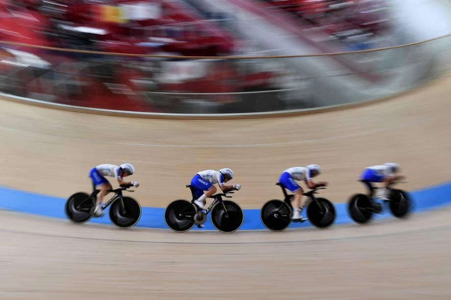 Integrantes da equipe francesa durante treino no velódromo -