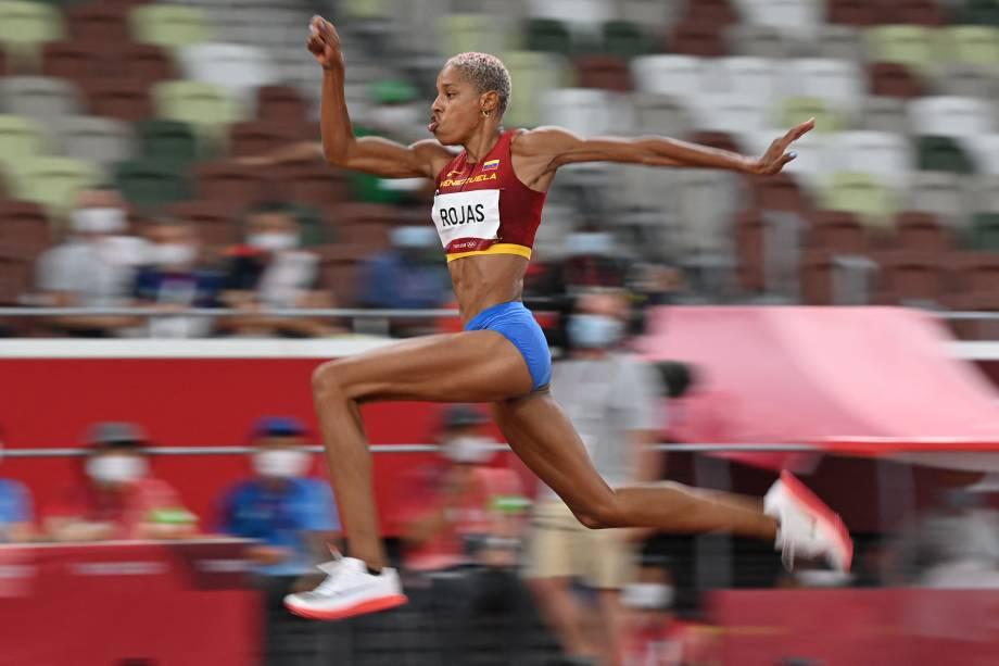 A venezuelana Yulimar Rojas durante sua performance no salto triplo -