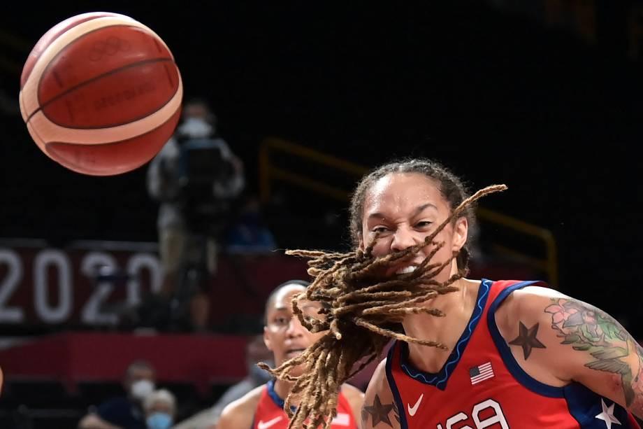 Brittney Griner em ação durante a partida entre Estados Unidos e França pelo basquete -