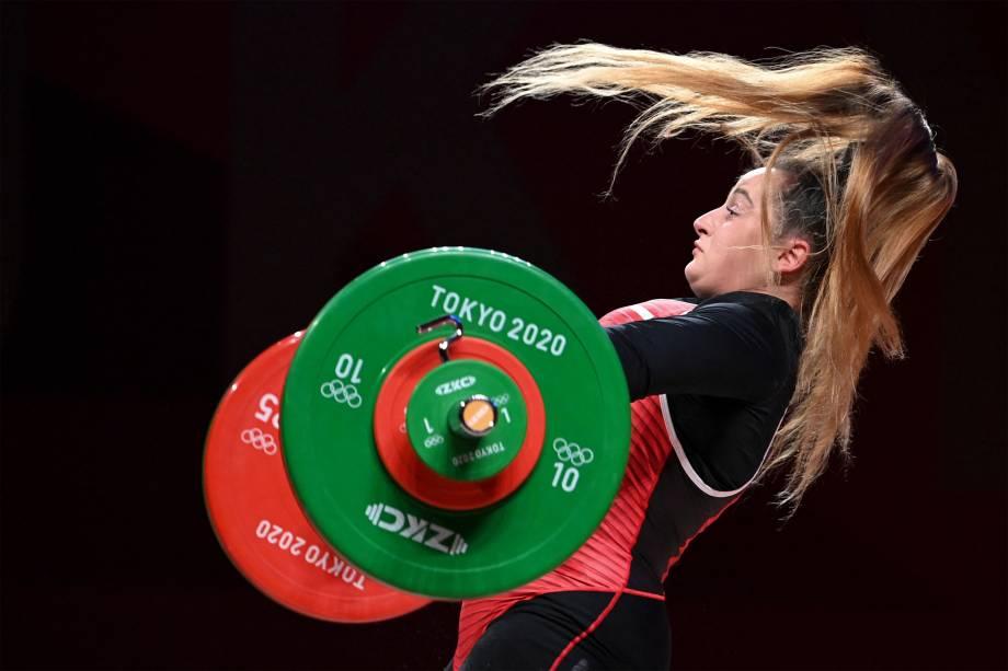 A australiana Sarah Fischer na prova de levantamento de peso feminino -