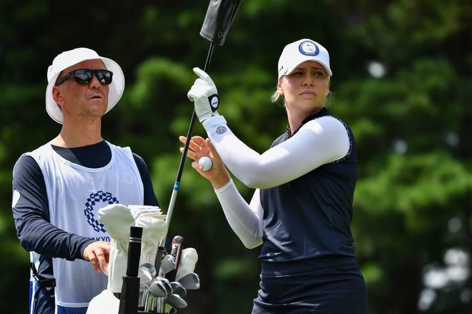 Matilda Castren, da Finlândia, prepara-se em partida de golfe individual -