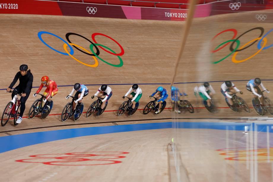 Atletas durante prova do ciclismo -