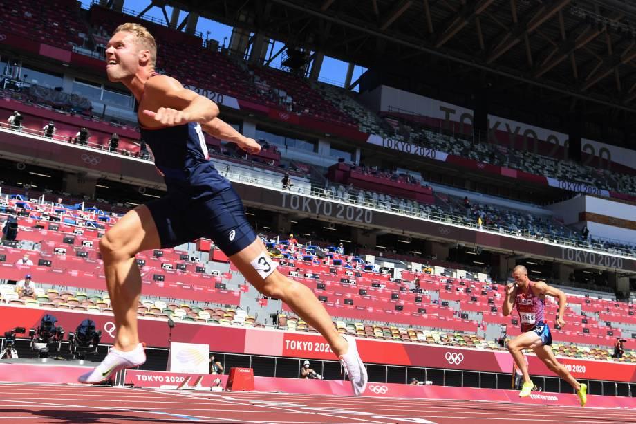 Kevin Mayer, da França, cruzando a linha de chegada da prova de 110m no decatlo -