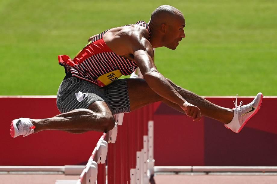 Damian Warner, do Canadá, durante prova dos 110m pelo decatlo -
