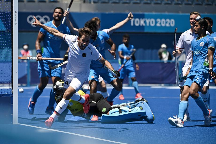 Benedikt Furk, da Alemanha, comemora depois de marcar contra a Índia pelo hóquei na grama -