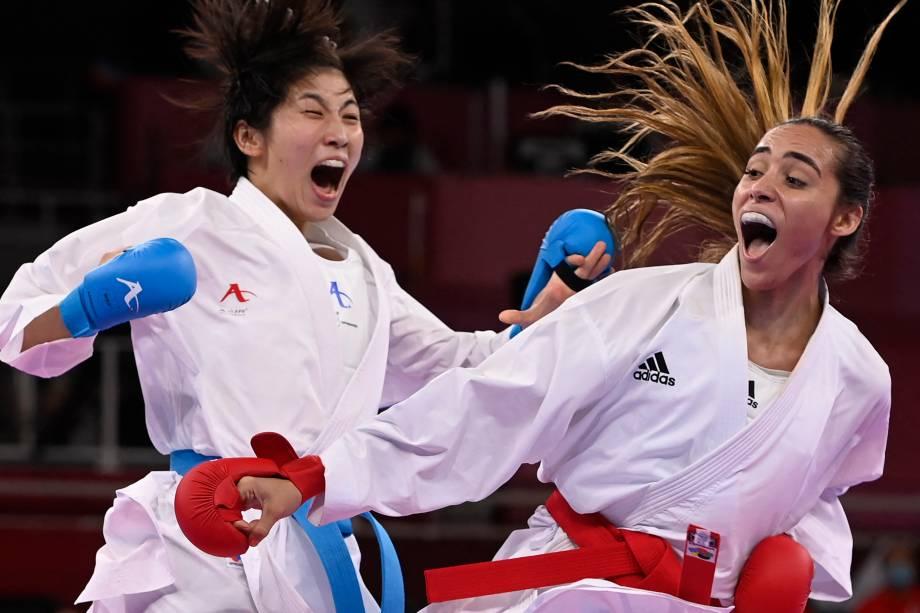 Mayumi Someya, do Japão, e Claudymar Garces Sequera, da Venezuela, durante luta pelo karatê -