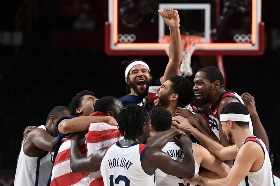 Seleção americana de basquete comemora o  ouro ao vencer a França na final -